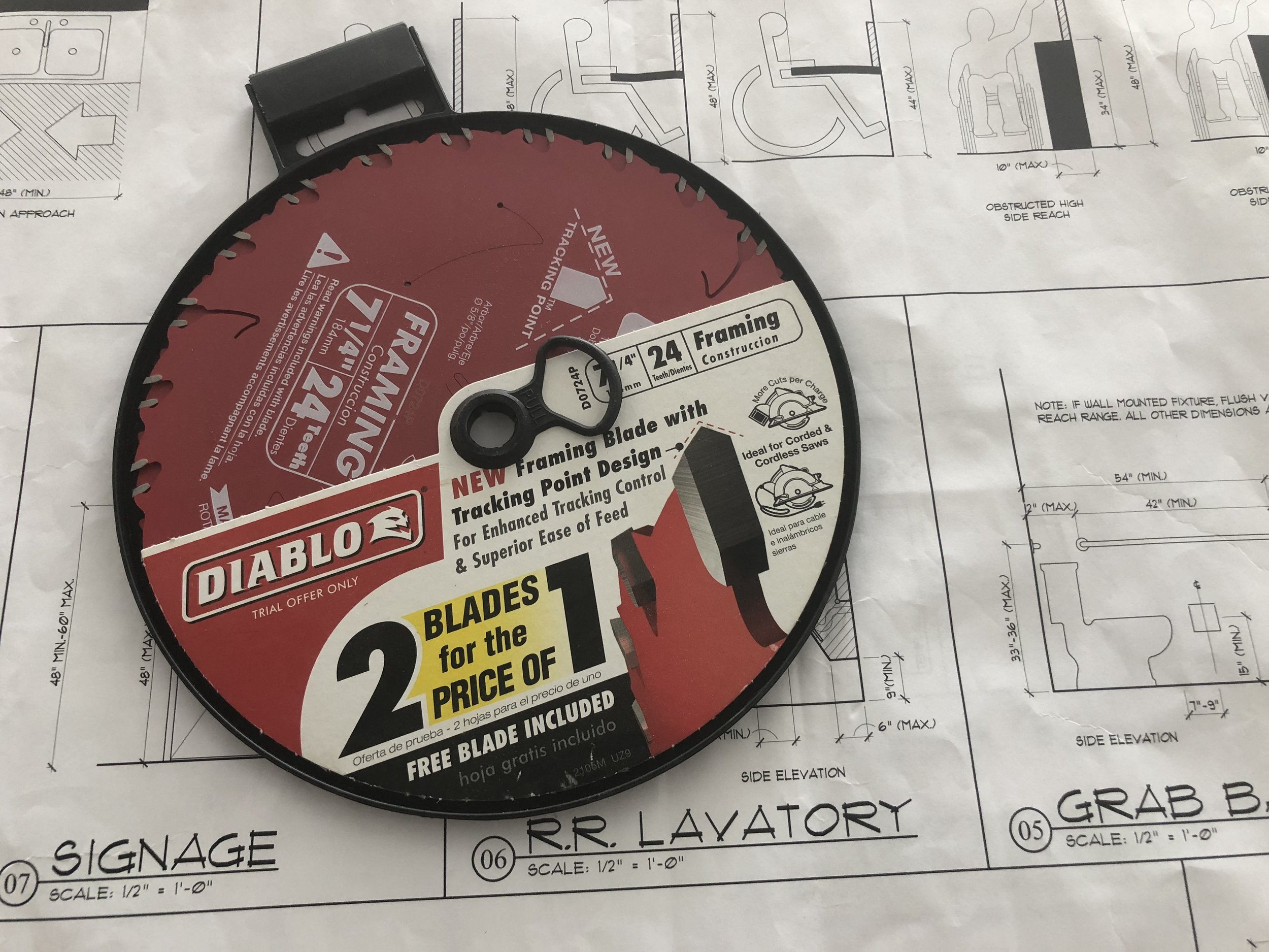 diablo-7.25in-framing-saw-blade-with-tracking-point-design