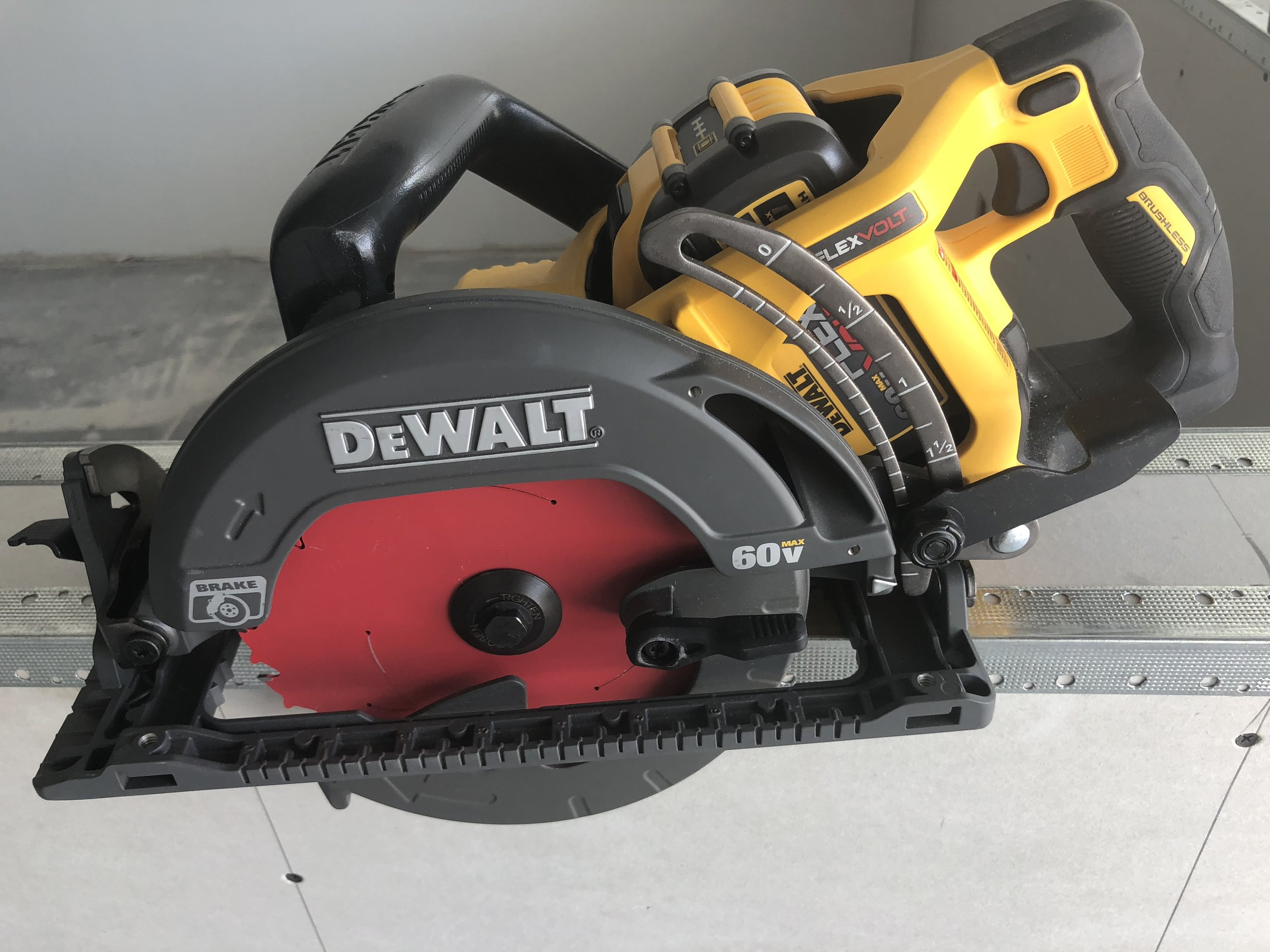 diablo-circular-saw-blade-7.25in-with-tracking-point