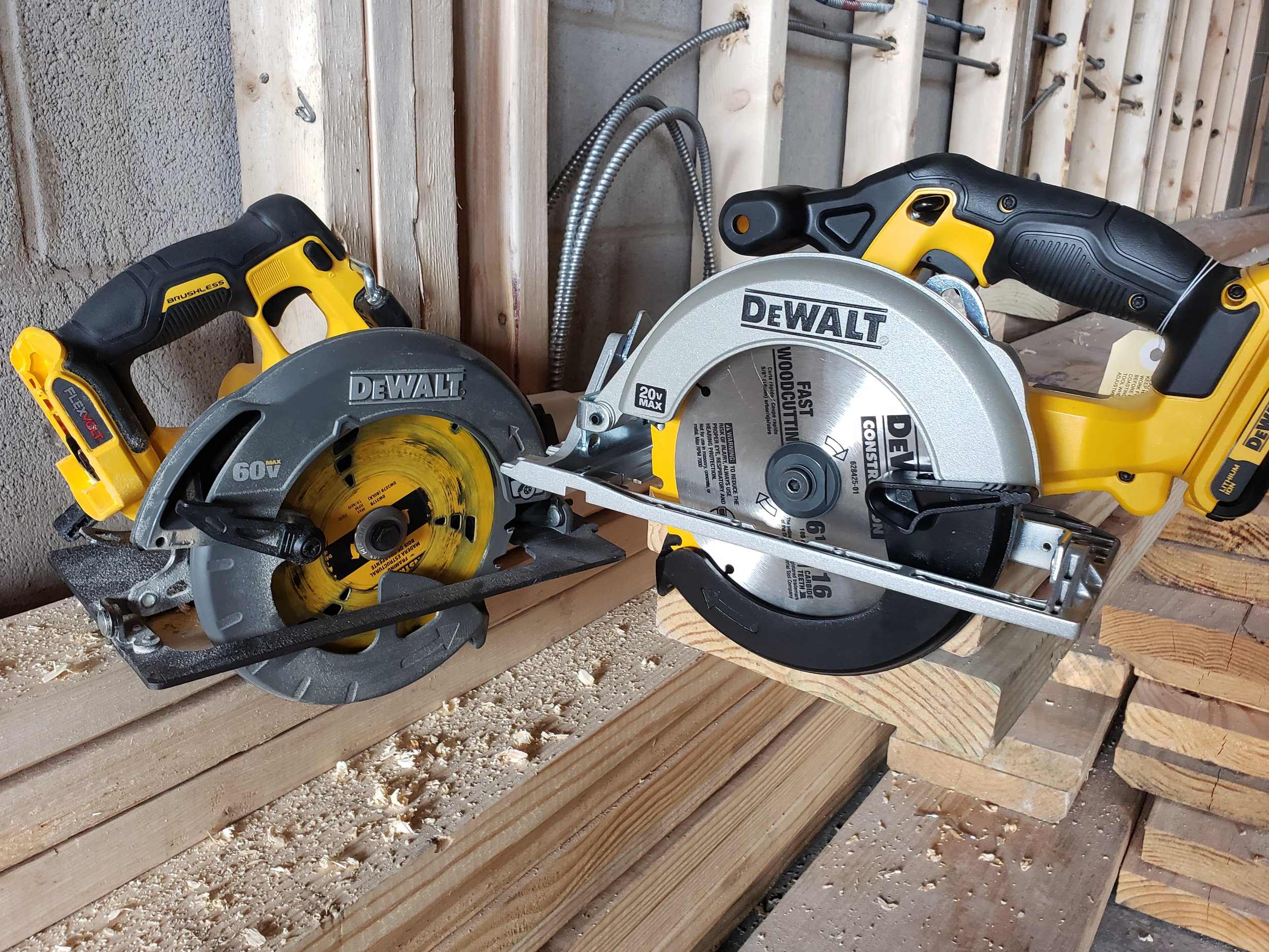 differencew-between-bushless-and-non-brushless-dewalt-circular-saws