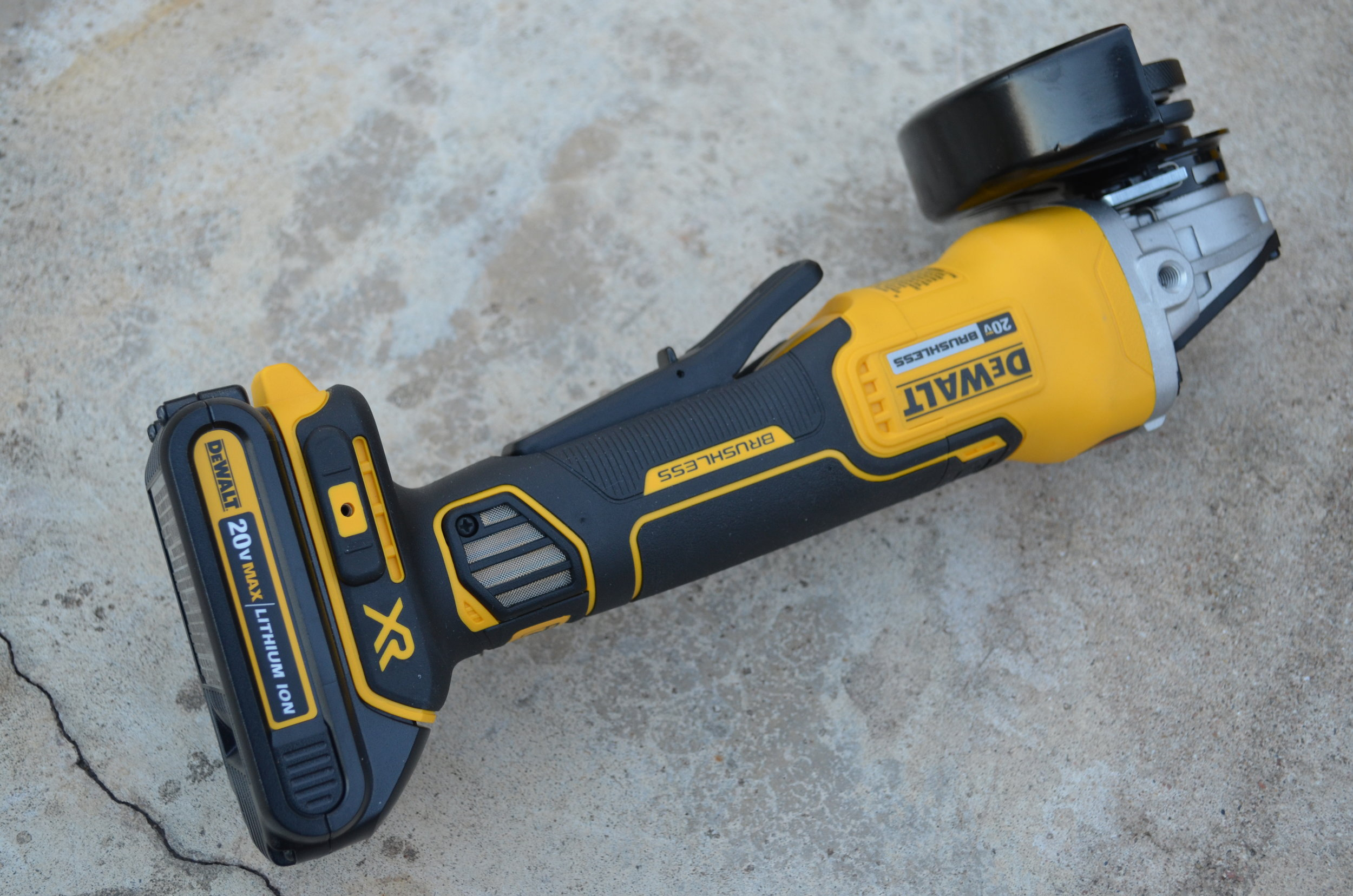dewalt-xr-cordless-brushless-small-angle-grinder-with-18v-battery