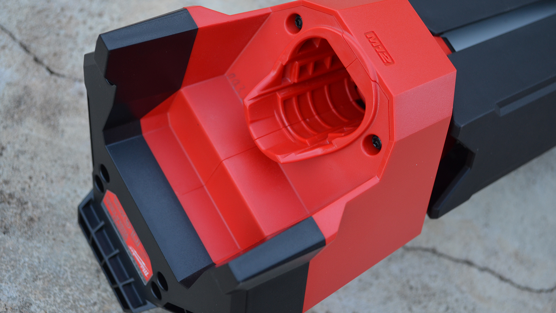 milwaukee-m12-rocket-jobsite-LED-work-light-battery-port
