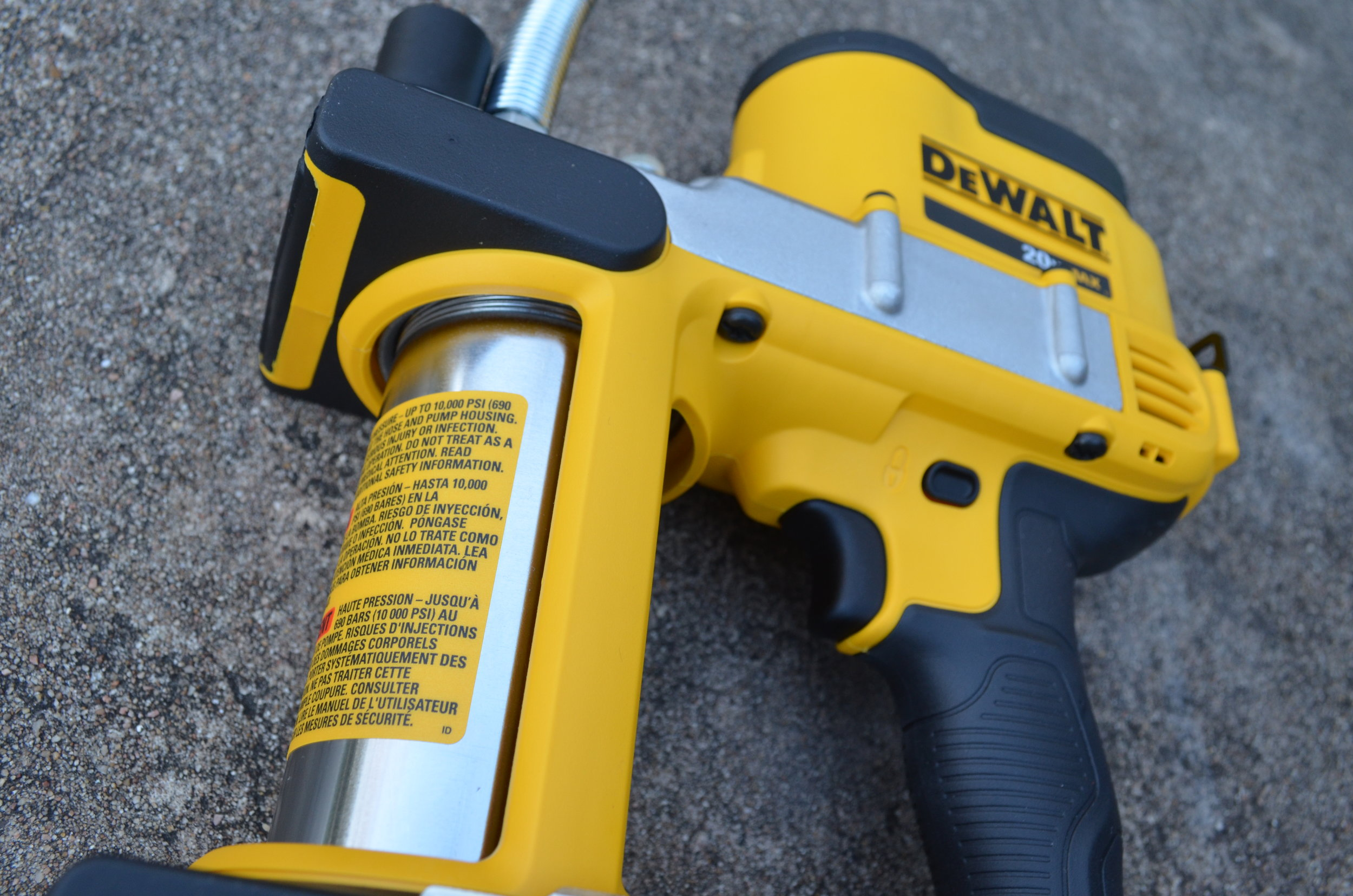 dewalt-cordless-grease-gun-battery-tank