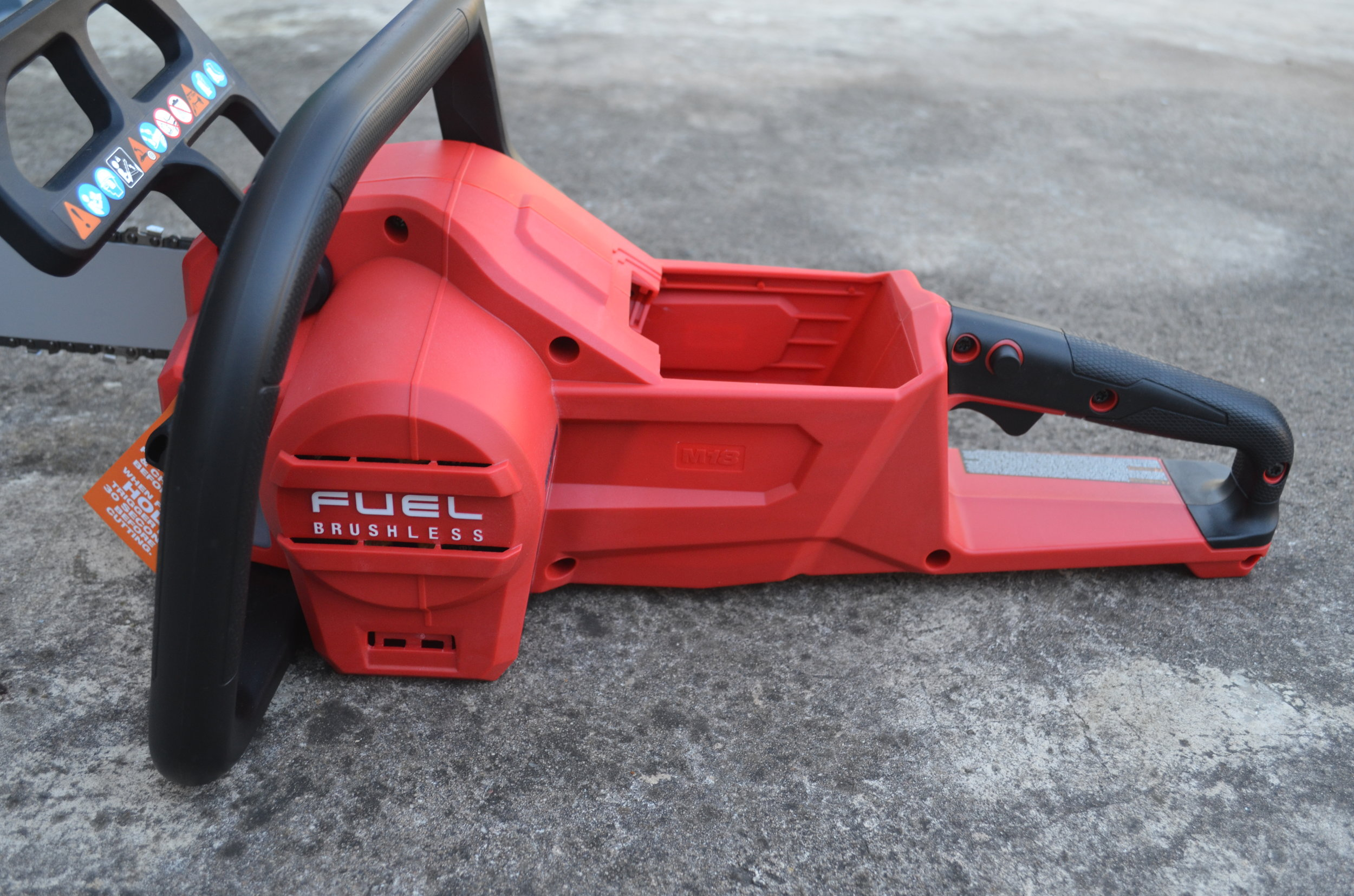 milwaukee-m18-fuel-18v-brushless-cordless-chainsaw-side
