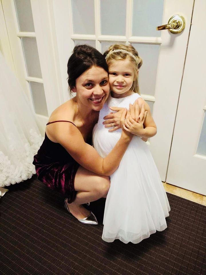 wedding photo, starting strength, flower girl