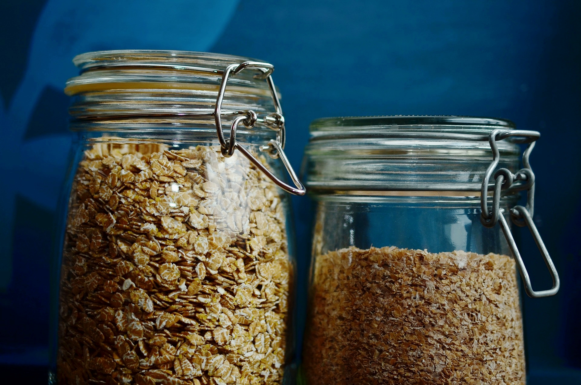 - Yield: 2 servingsTime: 15 minutes1 cup Old Fashioned Oats1 ½ cup Water1 cup cut up pear no skin small dice3 whole cloves½ cup Almond Milk1 Tsp. Almond ButterHoneyCook the Oatmeal and the water. Let it simmer for about 5-7 minutes. Then add the other ingredients and let the pear soften another 3 minutes. You may need to add a bit more water. Turn off the heat under the oats. Garnish with a swish of honey.