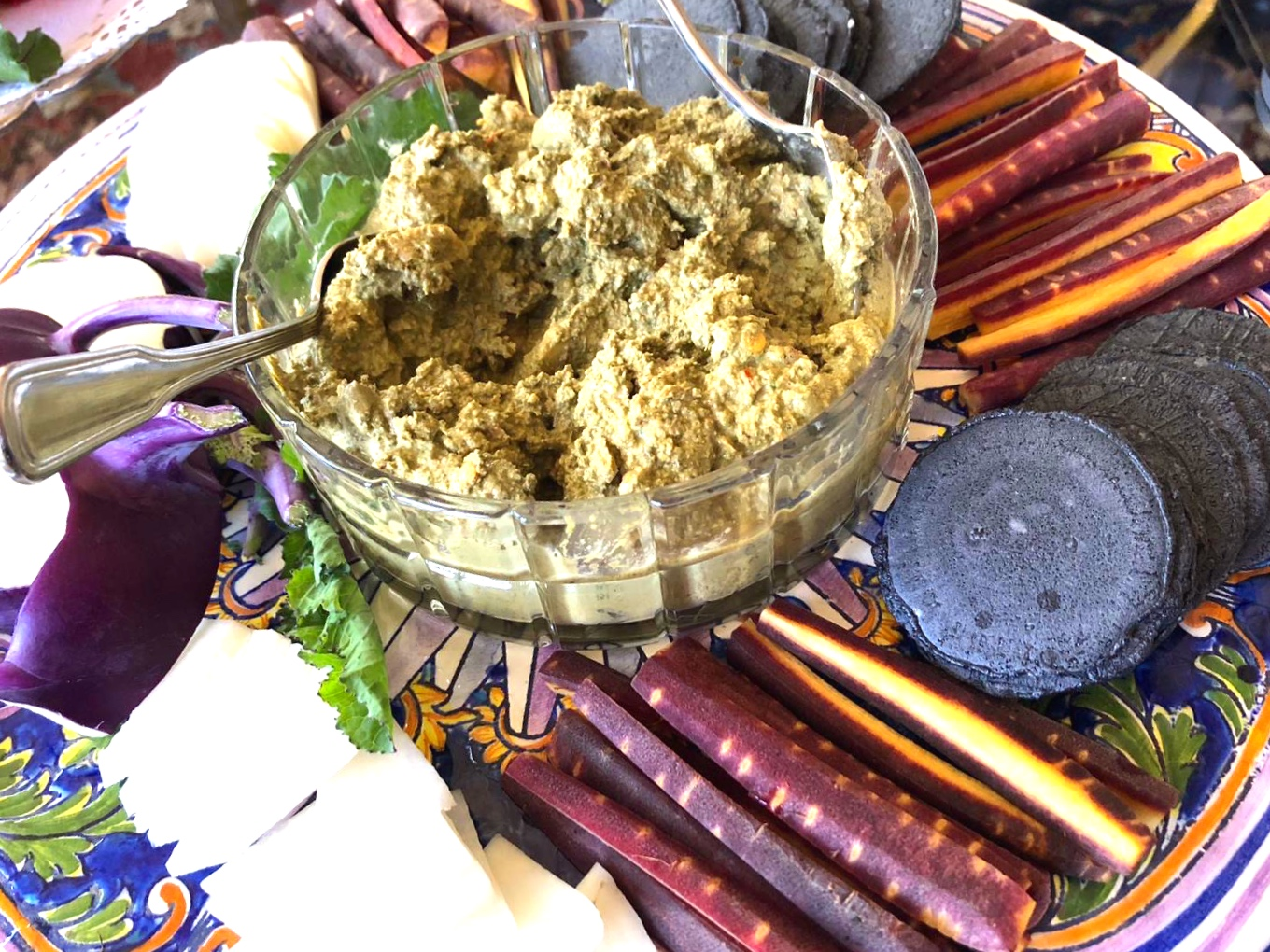 - Ingredients½ cup mint leaves rinsed and drained¾ cup walnuts1 clove garlic1 green chili (de -seed to keep mild)2 tbsp. waterDirectionsPlace everything in a blender and pulse until smooth.Serve as a dip or as a condiment with an Indian meal