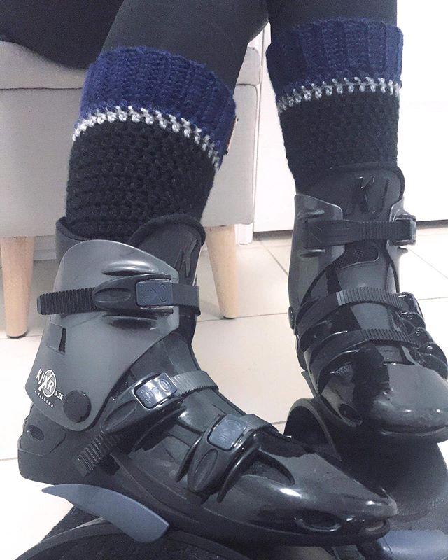 Des jambières pour plus de confort avec les bottes 😍Legwarmers for more comfort when waring boots 😎#legwarmers #kangoojumps #kangoo #skiboots #jambieres #billowdesign