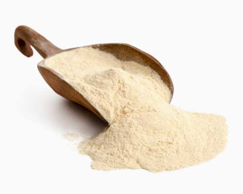 BAOBAB PULVER - Baobabpulver stammer fra frugterne af det afrikanske baobabtræ. Det har et højt indhold af kostfibre (ca. 50 procent), C-vitamin og mineraler – for eksempel kalium, magnesium, jern, zink og selen. Smagen er frisk og syrlig og har samtidig en sød aromatisk duft med svage toner af karamel. Perfekt til juicer og smoothies. Eller du kan komme pulveret oven på et syrnet mælkeprodukt eller lignede.
