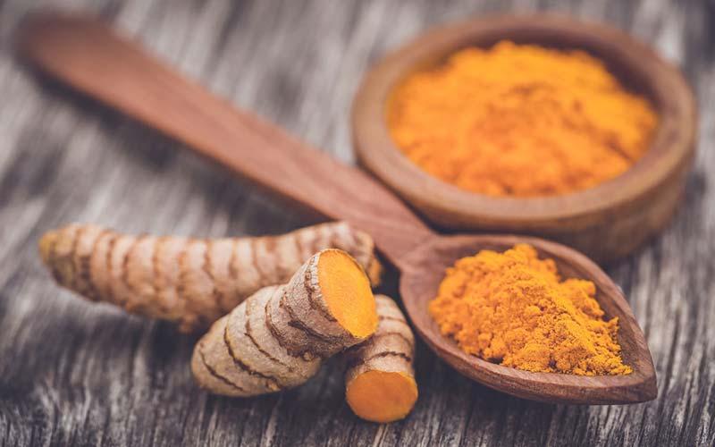 Curcumin - Dette er den aktive bestanddel af gurkemeje, som har en anti-inflammatorisk kvalitet. Det har lovende fordele i forebyggelsen af Alzheimers og nogle kræftformer, samt forbedrer hudens sundhed.