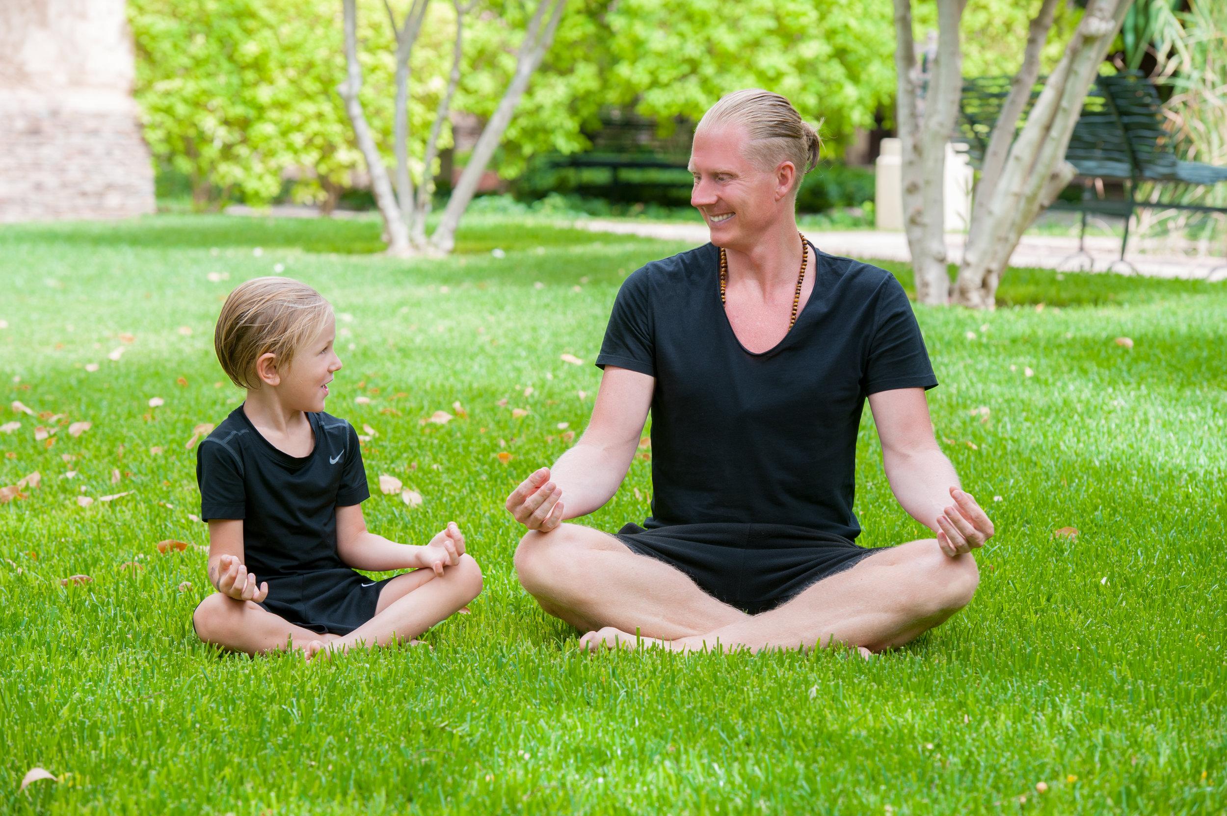 Martin-og-søn-mediterer