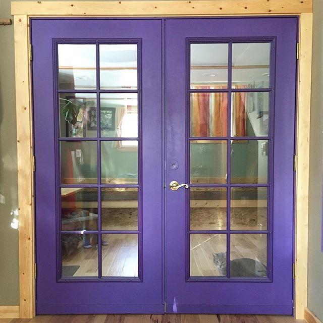 Let me in! #doorwaysartshow #doorwaysofmammoth #cat @6.7.kevin