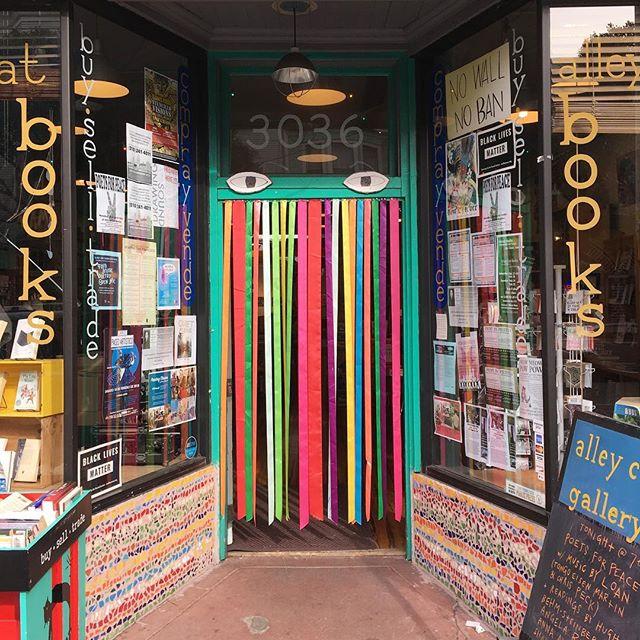 This door has eyes! #doorwaysartshow #doorwaysofsanfrancisco #alleycatbookstore #alleycatbooks
