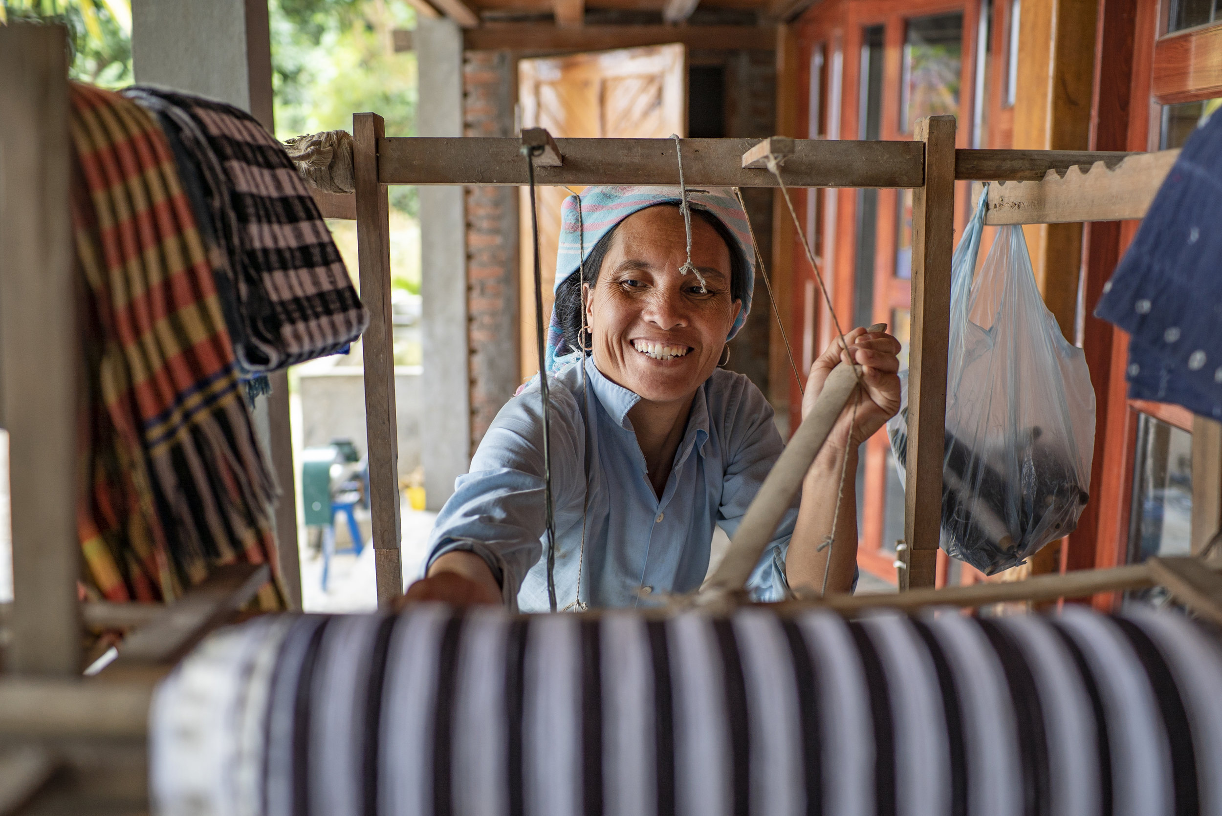 Tay tribal lady, weaving at the homestay in Ban Ho Village