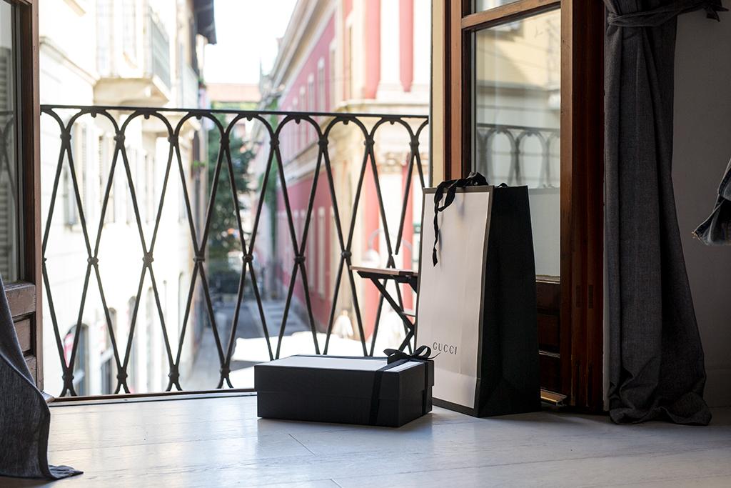 gucci-bag-window-milan.jpg