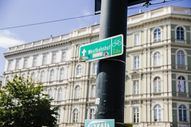 Vienna street signs Stylesnooperdan 1.jpg