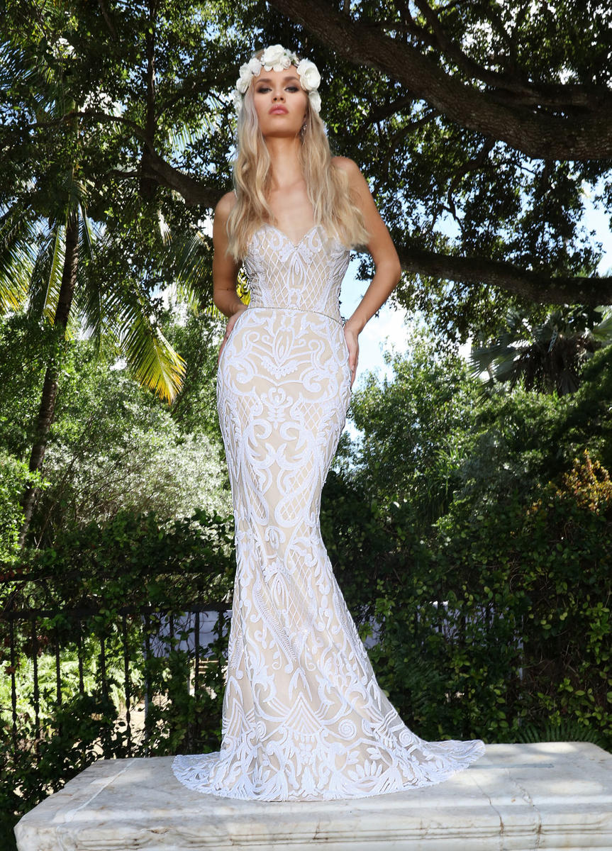 AshleyJustinBridal-BridesbyYoung-PlusSizeWeddingDress-10551.jpg