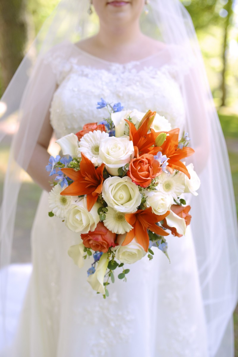 BridesbyYoung-RealBride-PlusSizeCurvyWeddingDress-MariyaChris-19.jpg