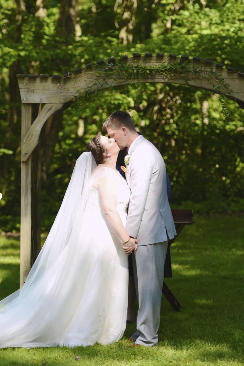 BridesbyYoung-RealBride-PlusSizeCurvyWeddingDress-MariyaChris-18.jpg