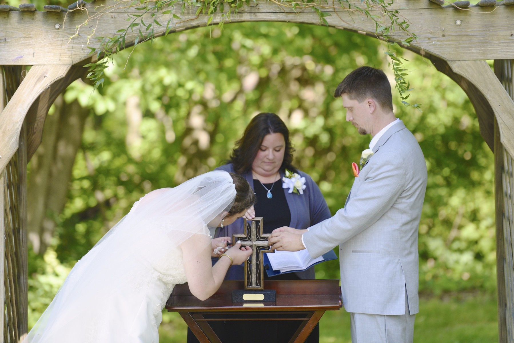 BridesbyYoung-RealBride-PlusSizeCurvyWeddingDress-MariyaChris-14.jpg