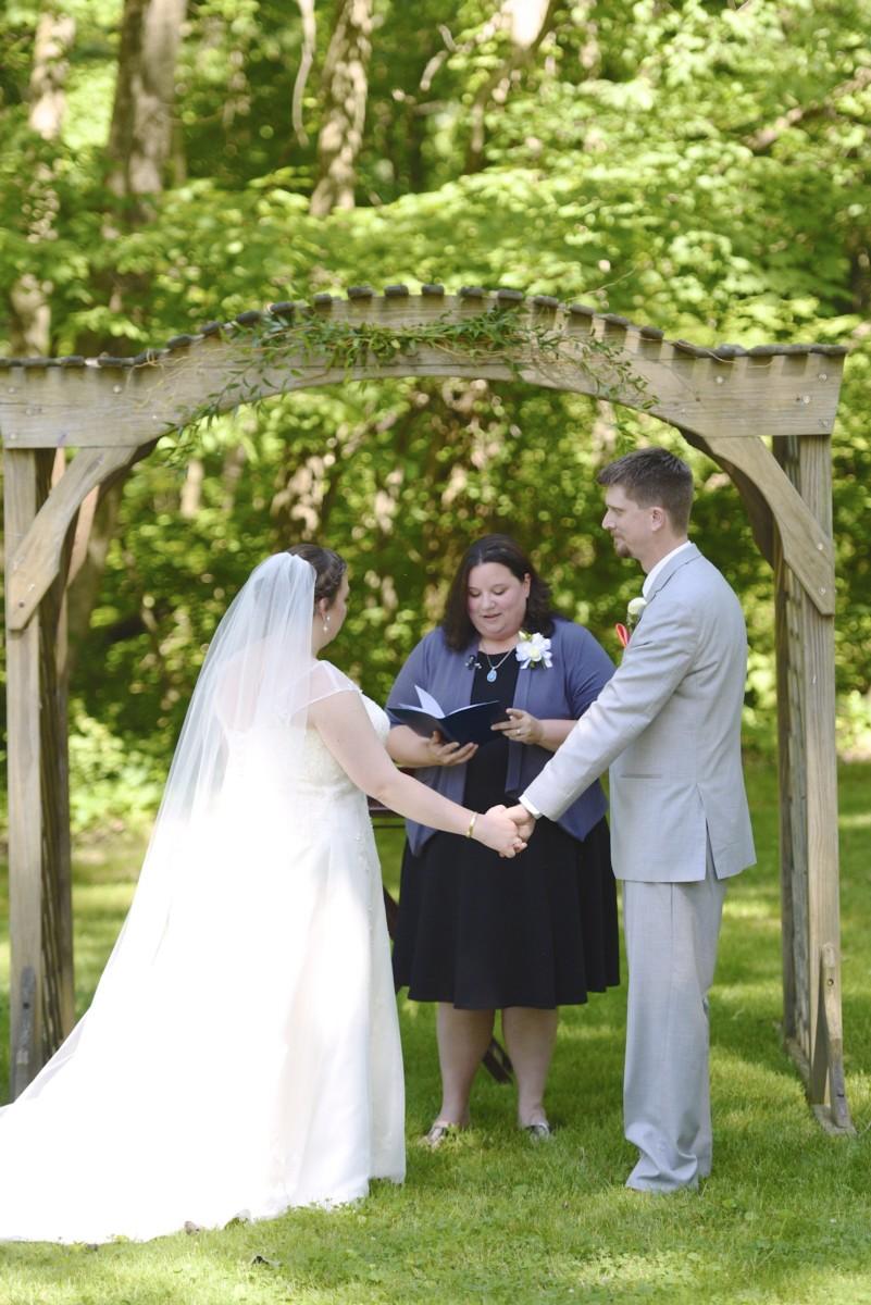 BridesbyYoung-RealBride-PlusSizeCurvyWeddingDress-MariyaChris-13.jpg