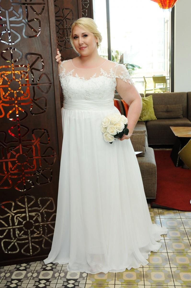 BridesbyYoung-IndianapolisIndianaSchaumburgChicagoIllinois-CurvyPlusSizeBridalStore-02Front-5.jpg