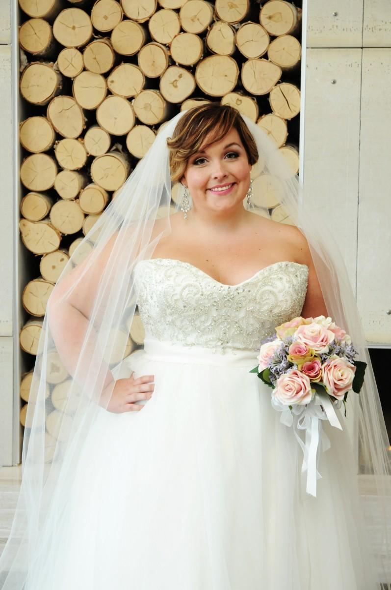 BridesbyYoung-IndianapolisIndianaSchaumburgChicagoIllinois-CurvyPlusSizeBridalStore-10186-Veil.jpg