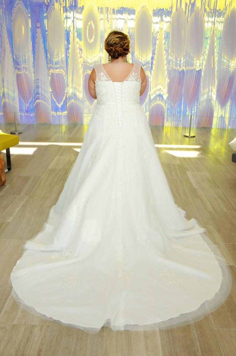BridesbyYoung-IndianapolisIndianaSchaumburgChicagoIllinois-CurvyPlusSizeBridalStore-15022R-Back.jpg