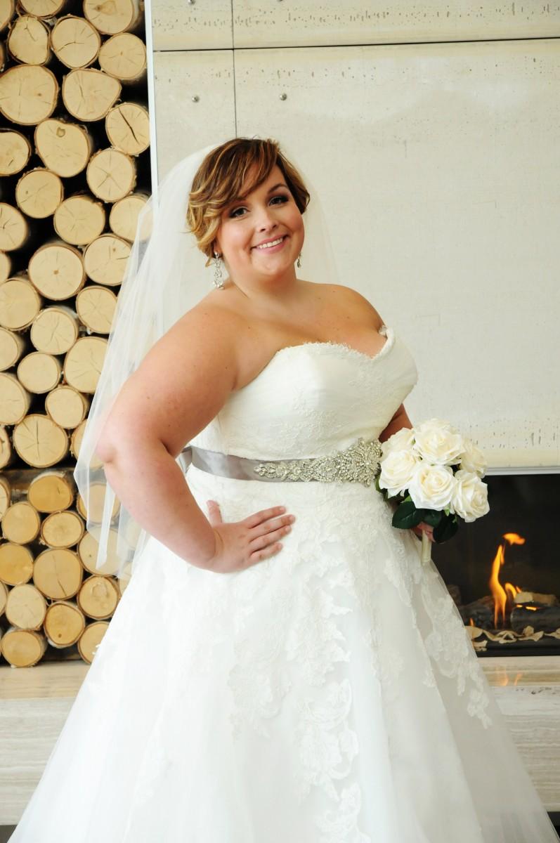 BridesbyYoung-IndianapolisIndianaSchaumburgChicagoIllinois-CurvyPlusSizeBridalStore-50wo3517-Side.jpg