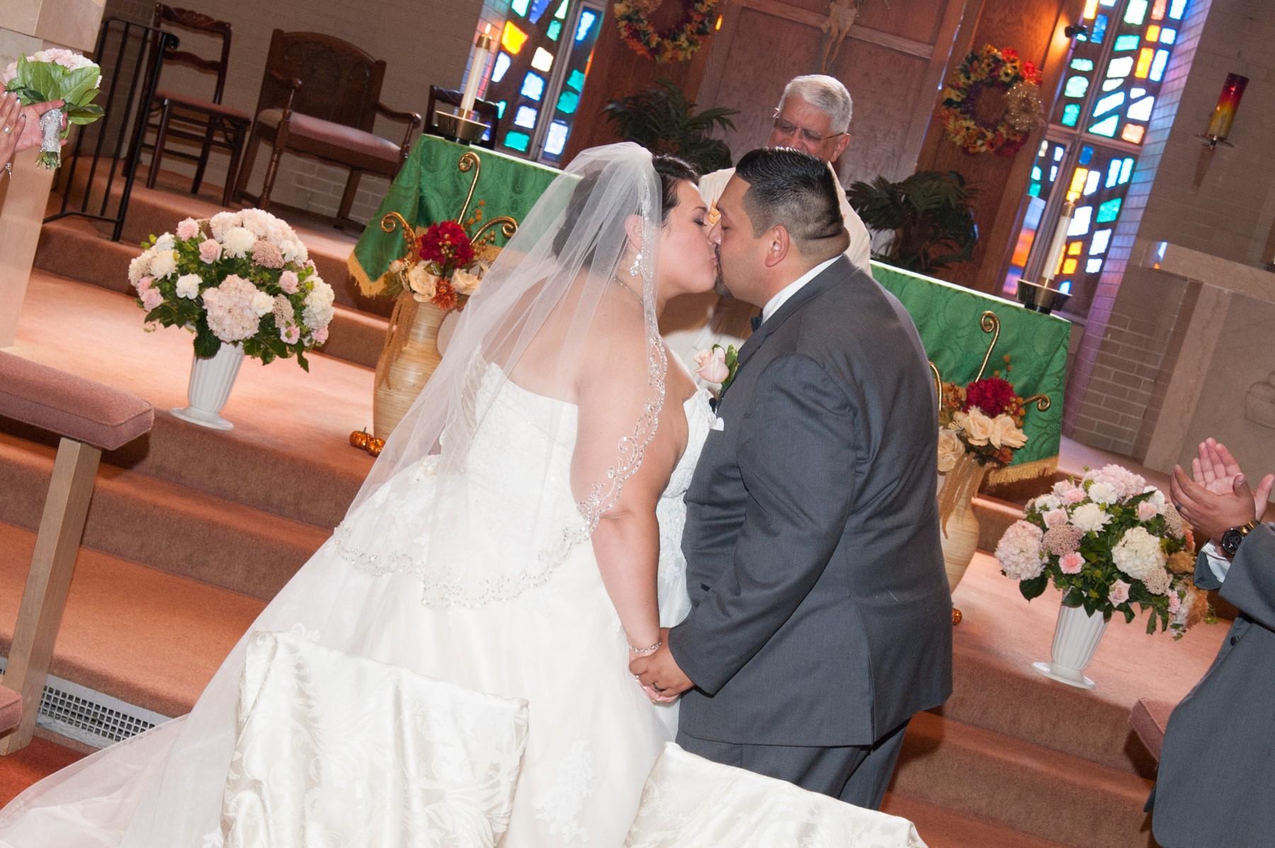 BridesbyYoung-RealBride-PlusSizeCurvyWeddingDress-MargieMichael-32.jpg