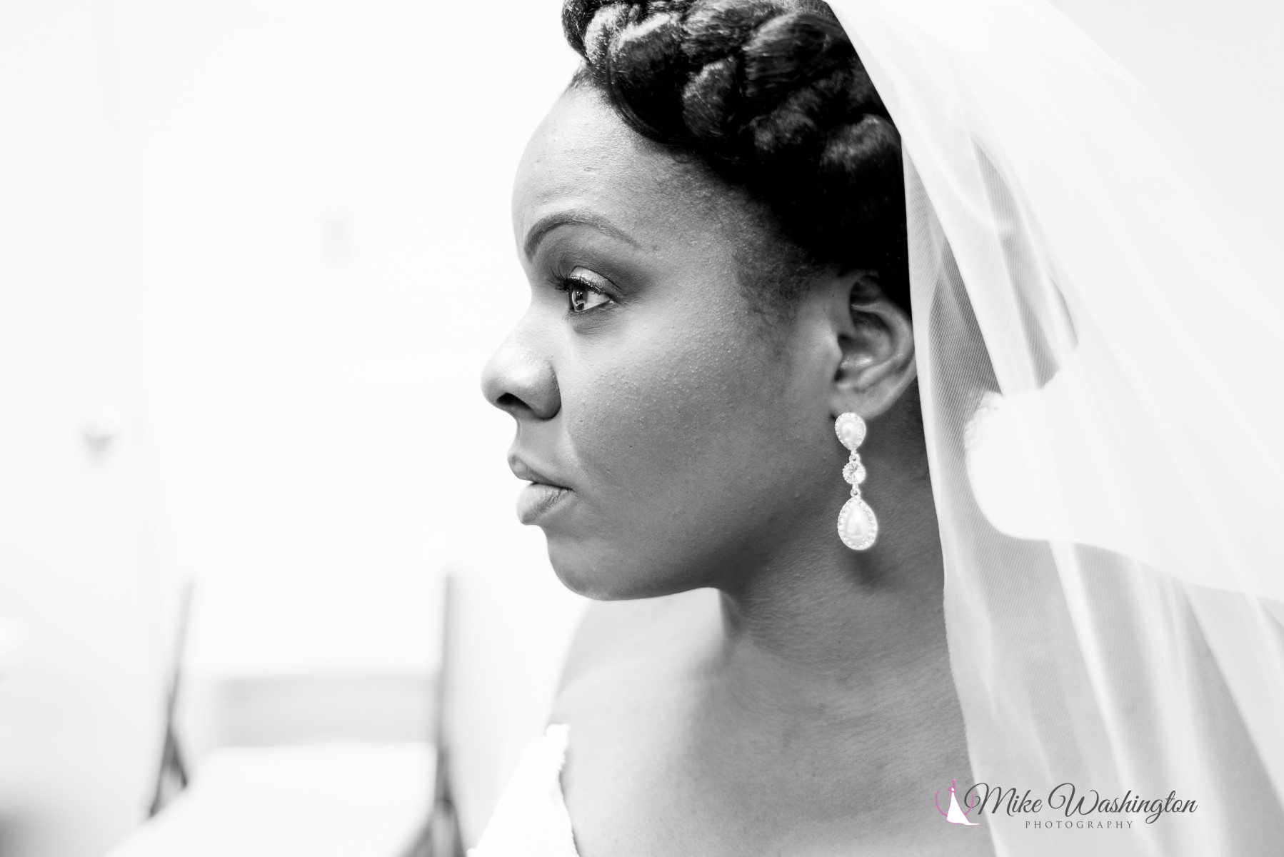 BridesbyYoung-RealBride-PlusSizeCurvyWeddingDress-BrittanyZach-5.jpg