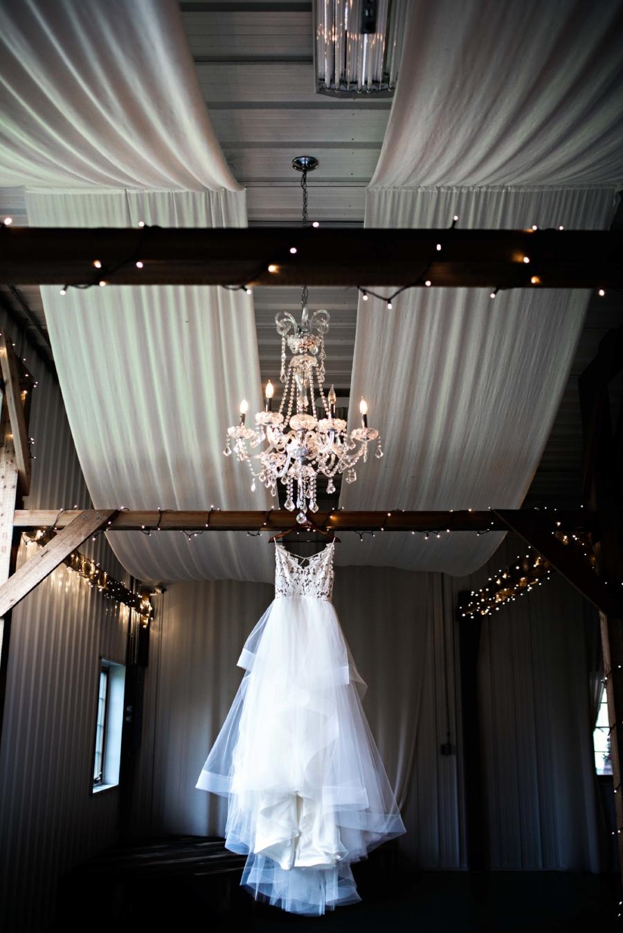 BridesbyYoung-Curvy-BlushHayleyPaige-Madi-Wedding-Inspiration.jpg