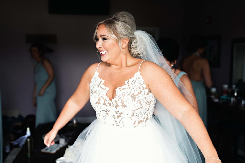 BridesbyYoung-Curvy-BlushHayleyPaige-Madi-Wedding-Inspiration-4.jpg