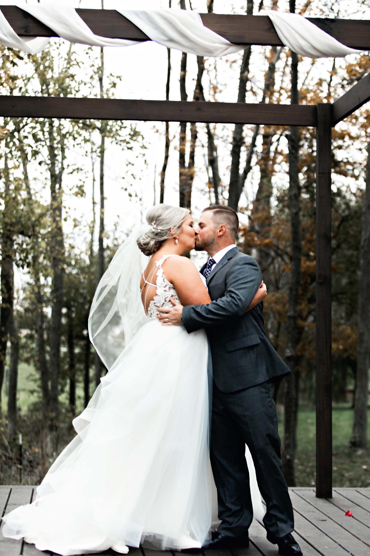 BridesbyYoung-Curvy-BlushHayleyPaige-Madi-Wedding-Inspiration-24.jpg