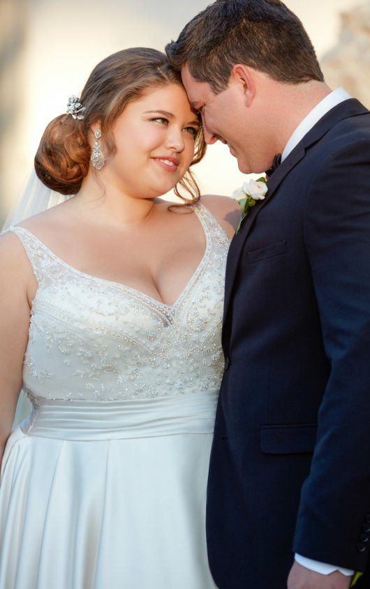 BridesbyYoung-IndianapolisIndianaSchaumburgChicagoIllinoisParamusNewJerseyNewYorkPennsylvania-CurvyPlusSizeBridalStore-StellaYork-6447-groom.jpg