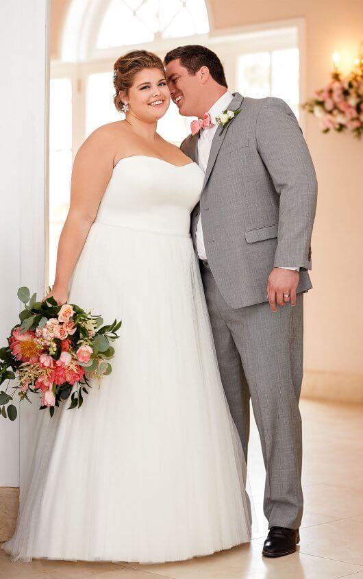 BridesbyYoung-IndianapolisIndianaSchaumburgChicagoIllinoisParamusNewJerseyNewYorkPennsylvania-CurvyPlusSizeBridalStore-StellaYork-6594-groom.jpg
