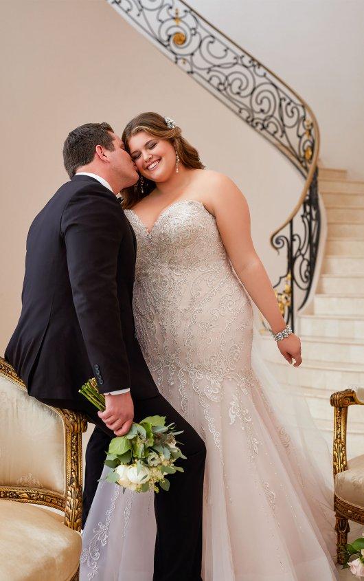 BridesbyYoung-IndianapolisIndianaSchaumburgChicagoIllinoisParamusNewJerseyNewYorkPennsylvania-CurvyPlusSizeBridalStore-StellaYork-6654-groom.jpg