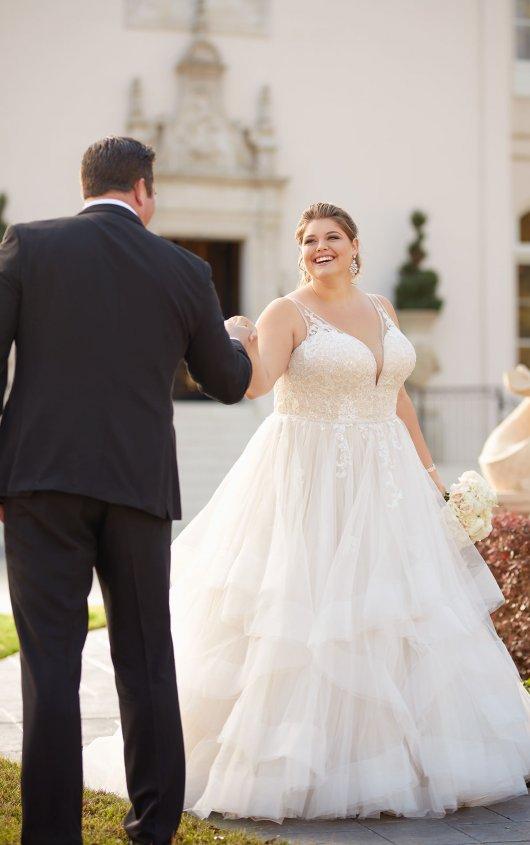 BridesbyYoung-IndianapolisIndianaSchaumburgChicagoIllinoisParamusNewJerseyNewYorkPennsylvania-CurvyPlusSizeBridalStore-StellaYork-6838-groom.jpg