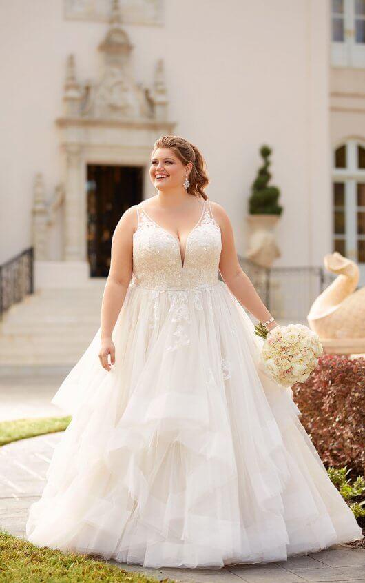 BridesbyYoung-IndianapolisIndianaSchaumburgChicagoIllinoisParamusNewJerseyNewYorkPennsylvania-CurvyPlusSizeBridalStore-StellaYork-6838.jpg
