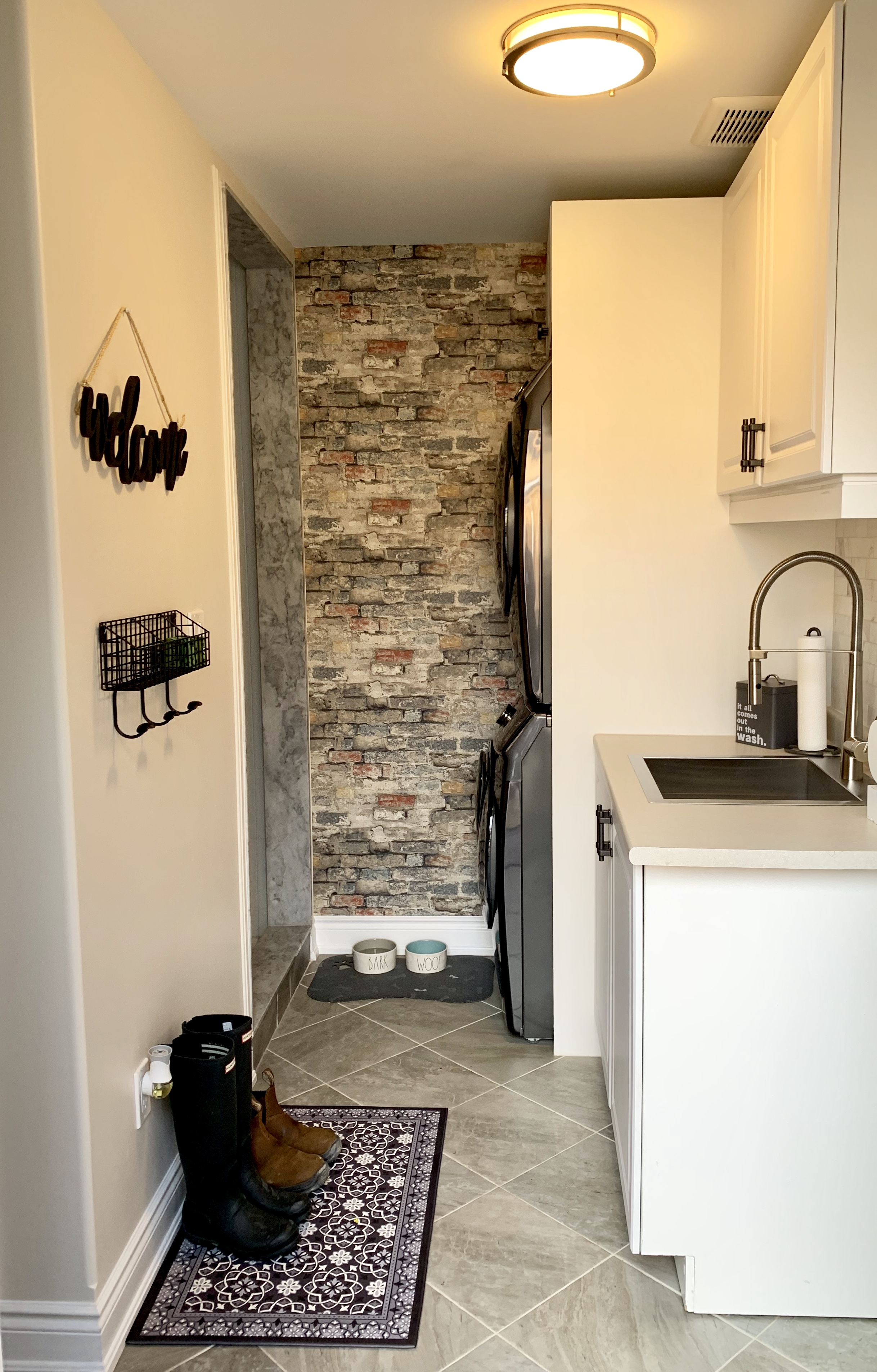 Pattern - Brick Alley by RoomMates Decor