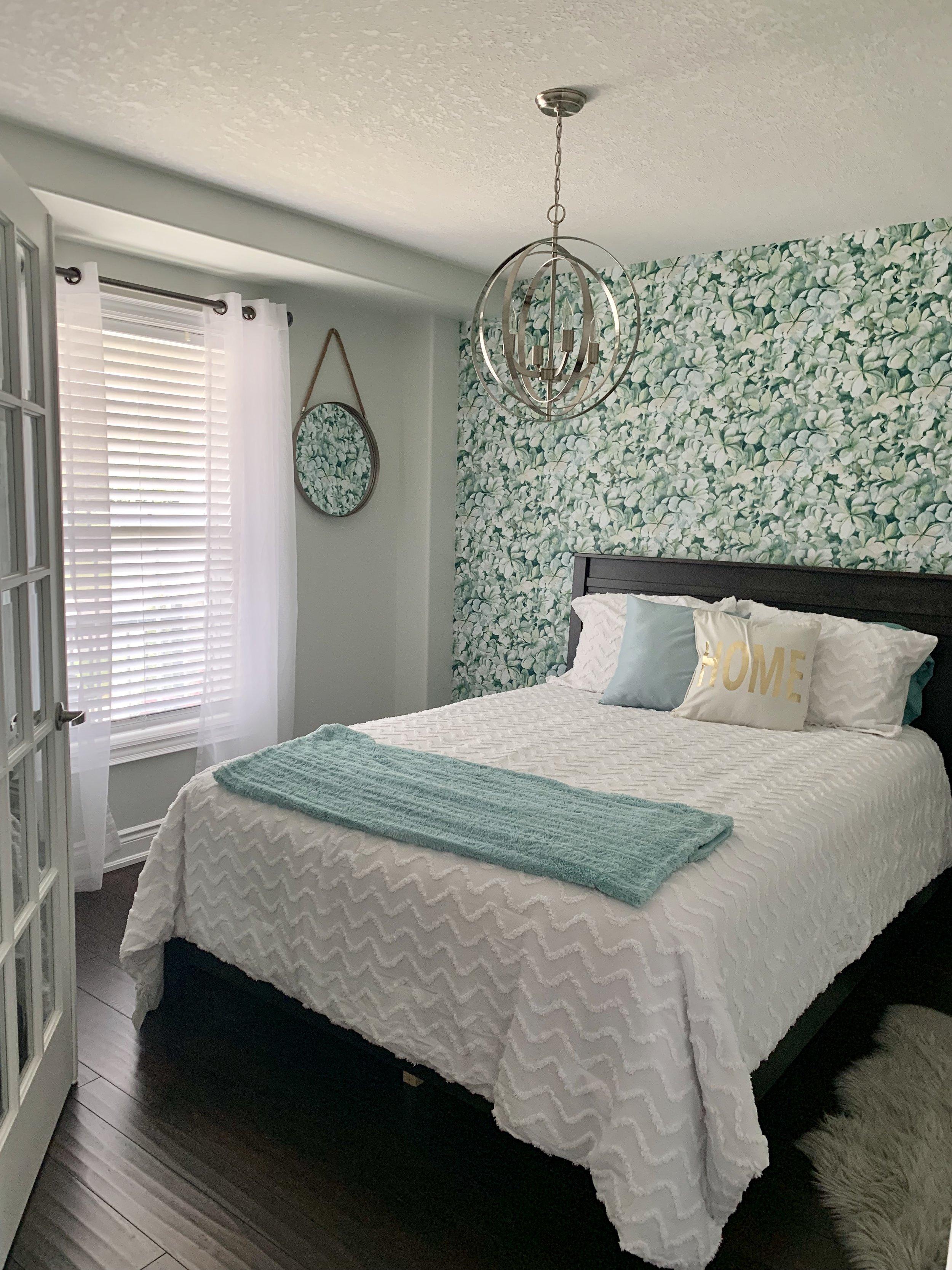 Hydrangea by RoomMates Decor