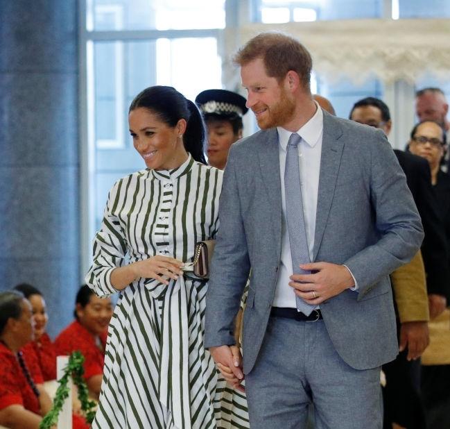 Arriving in Tonga she wore a Martin Grant dress.  Dress: US$1385  Bag: US$1820