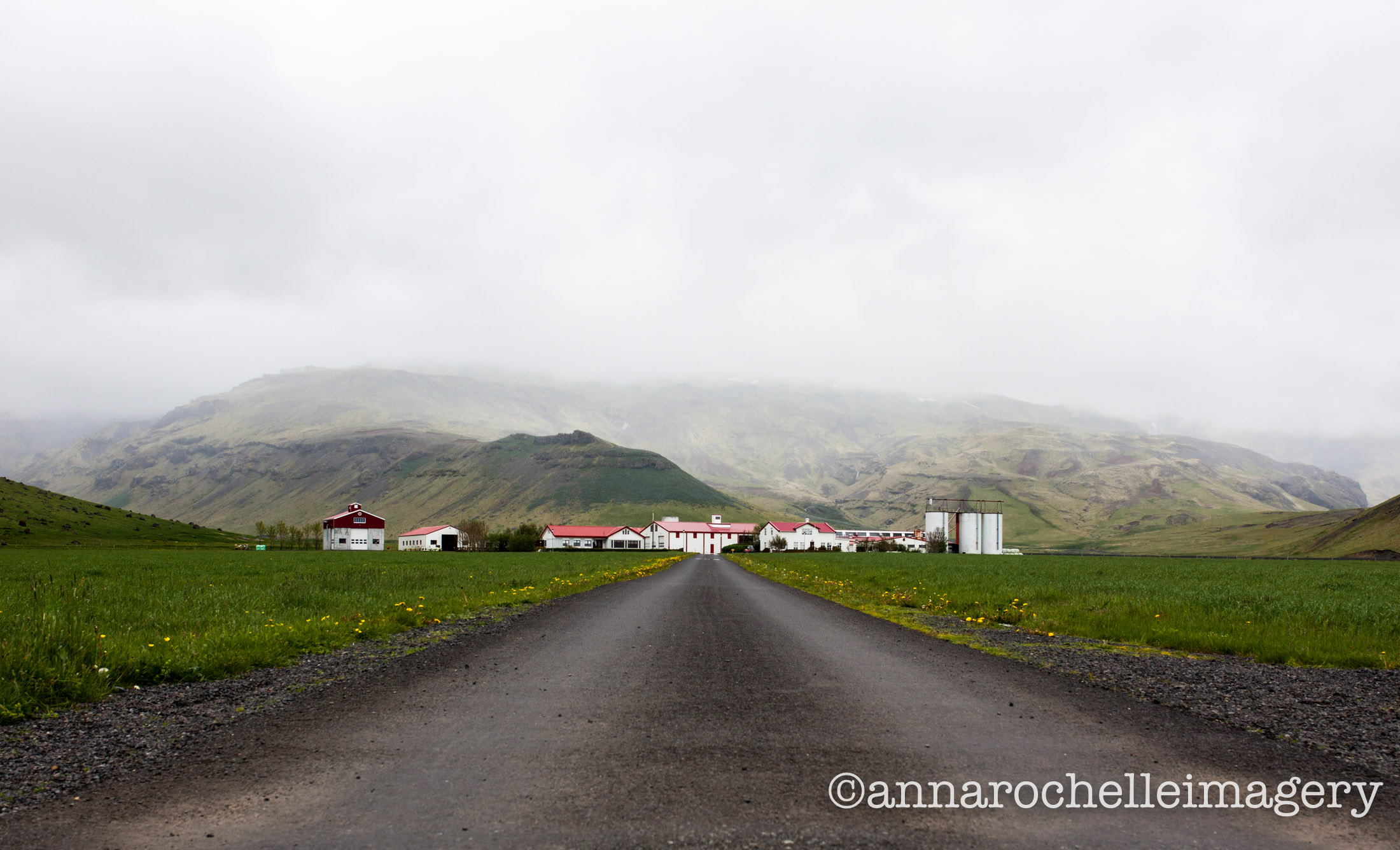 farmhouse-iceland-roadside-roadtrip-anna-rochelle-imagery-travel-creative.jpg