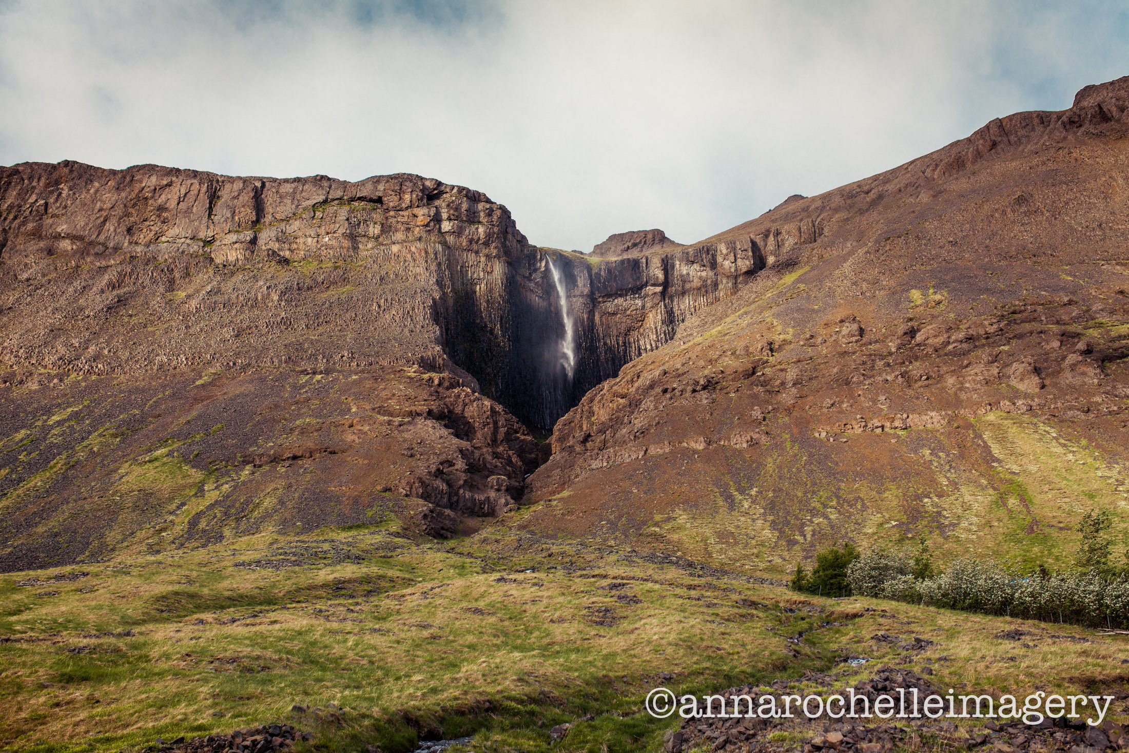 southern-region-iceland-waterfall-roadside-roadtrip-summer.jpg