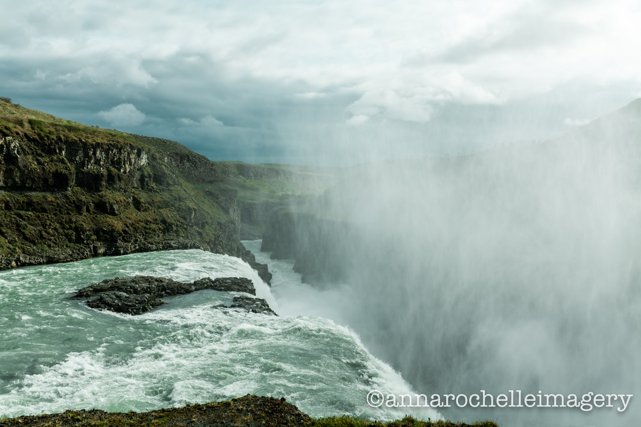 selfoss-waterfall-mist-roadtrip-iceland-summer-2018.jpg