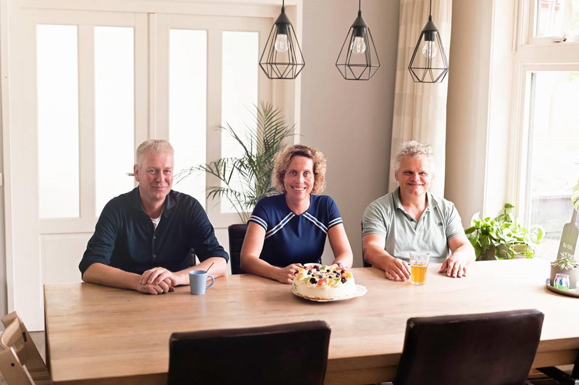 Links Gosse Schuiling, in het midden Lena Bleeker en rechts Yves Kummer van MagGrow Nederland