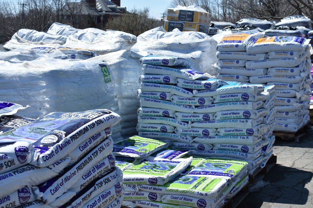 BAGGED SOIL, STONE & MULCH   We stock a wide variety of bagged soil, compost, stone, and mulch — including many products from Coast of Maine, Jolly Gardener, KolorScape Decorative Stone, and Black Earth Compost. Please call or stop by one of our stores for more details.
