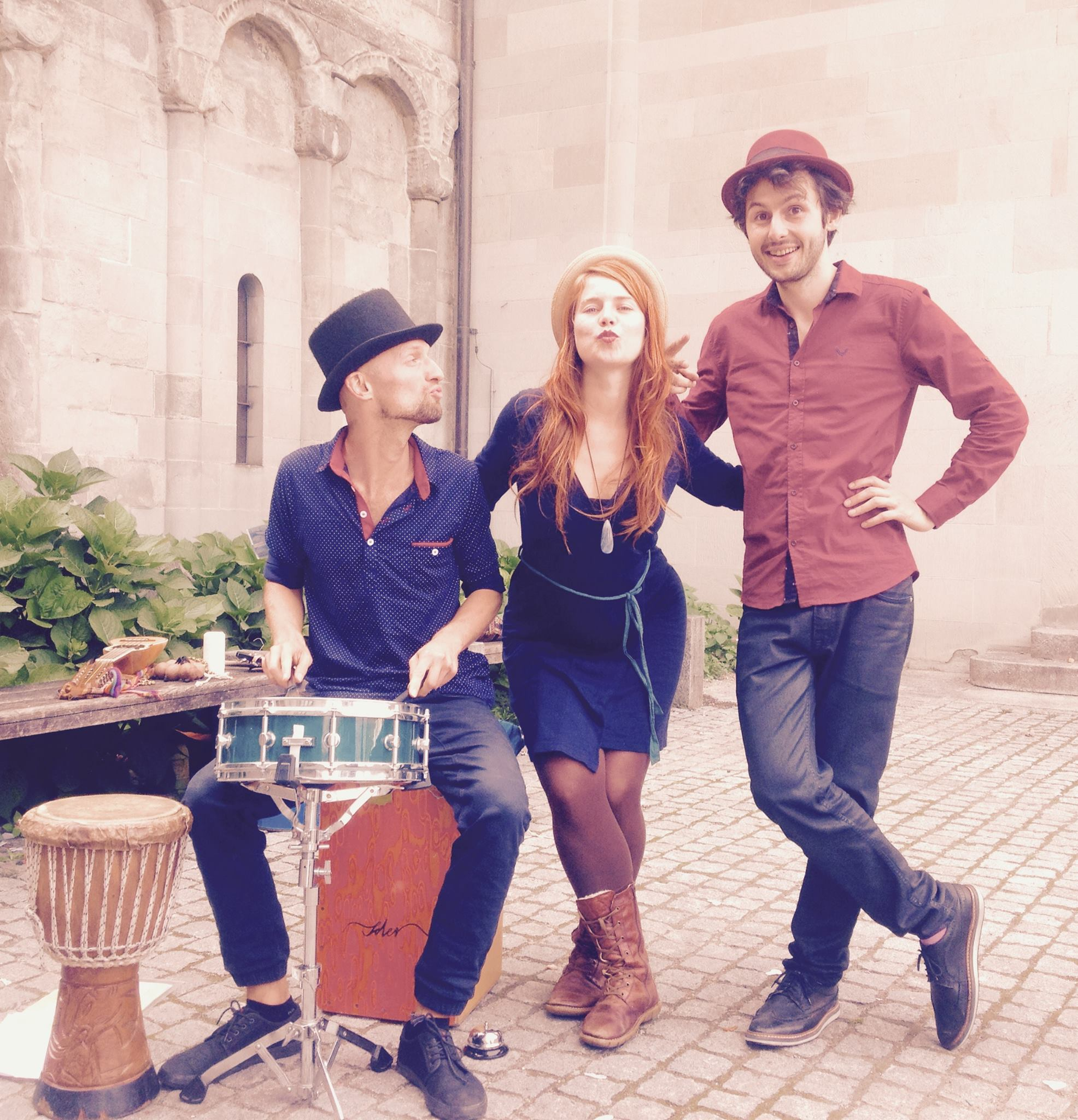 Bear in mind... Vera Anja & Artemi - multi-instrumental singer/songwriter folk