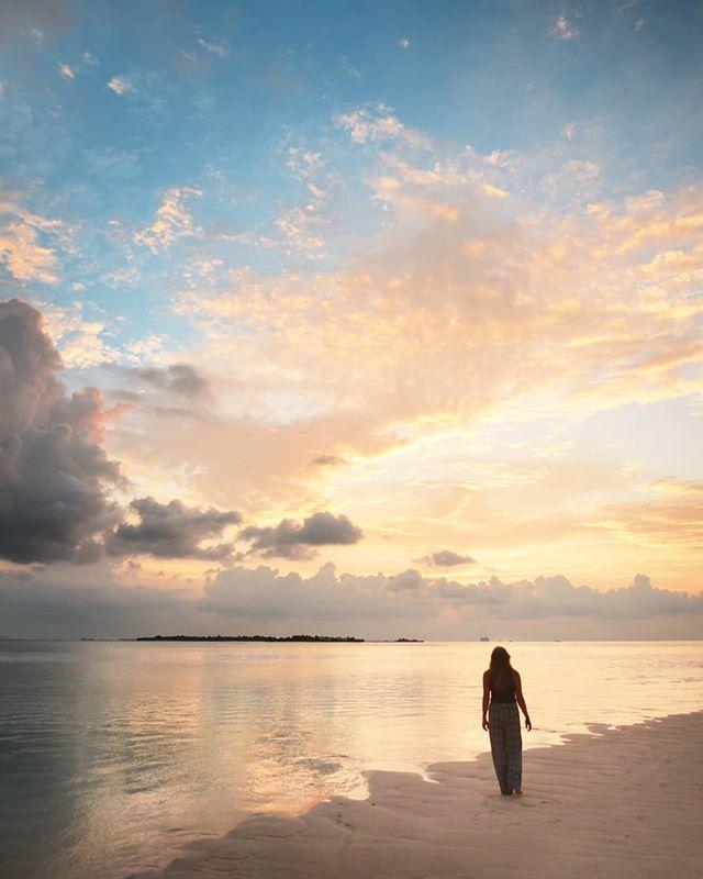 At the edge of the island  @visitmaldives #maldives #maldivessurf #surfmaldives #islandlife #thulusdhoo #island_features #bikinilife #ocean #krakeninn #krakeninnmv #sunnyside #maldivesislands #island #travelmaldives #coralreef #maldivesmania beautifulmaldives #omaldives @maldives @officialmaldives @travelzoouk #maldives_ig #surfblog #surfblogger #girlsurfnetwork #surftravel #surflife #oceanlife