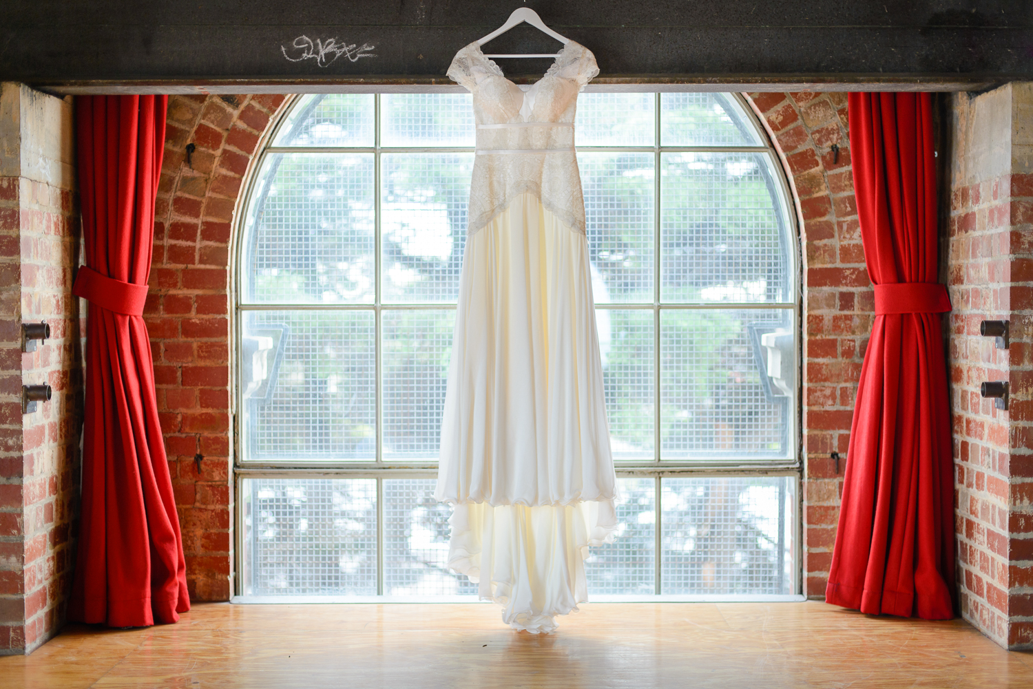 Melbourne-wedding-at-the-sub-station-an-old-power-station-Rhapsody-Road-Photography-Emma-Lambe-3.jpg