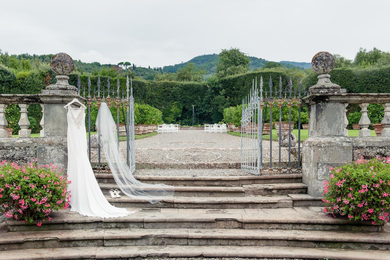 Tuscany-jewish-wedding-at-villa-grabau-in-lucca-Rhapsody-Road-Photography-Emma-Lambe.jpg